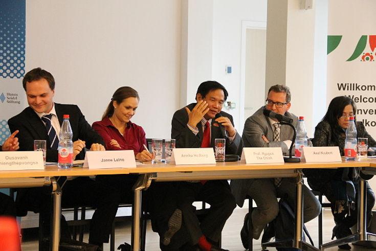 Nguyen The Chinh im Gespräch mit EU-Vertretern