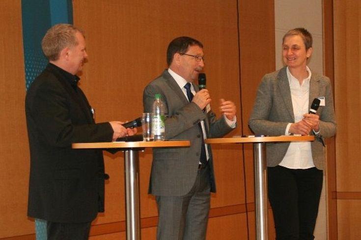 Erfolgreiche Eigeninitiative zeigten u.a. auch die Bürgermeister der Gemeinden Jossgrund und Stadtlauringen – hier mit Moderatorin Claudia Bosse (TU München)