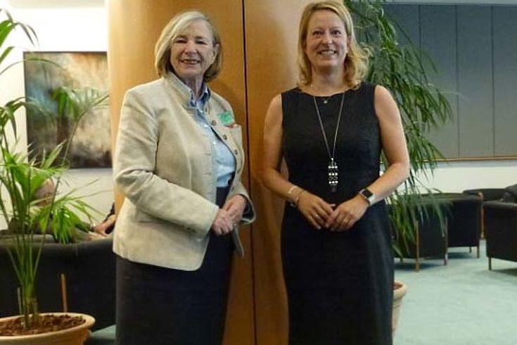 """""""Der Grundsatz der Subsidiarität hat für uns eine sehr hohe Bedeutung"""", so Ursula Männle im Gespräch mit Ester de Lange."""