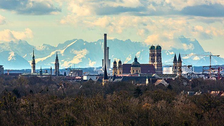 Die Stadt München strebt an, bis zum Jahr 2035 klimaneutral zu sein. Die Stadtverwaltung ist ambitioniert und soll dieses Ziel bereits bis 2030 erreichen.