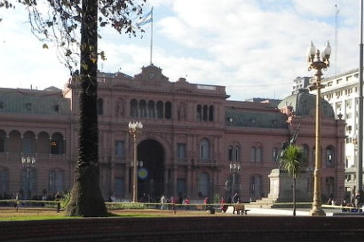 Casa Rosada mit Vorplatz
