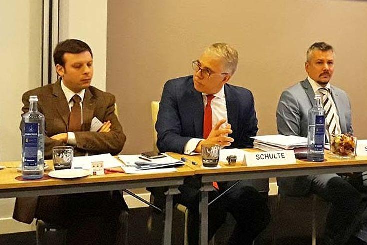 """Markus Schulte (Kabinett Günther Öettinger, Kommissar für Haushalt und Personal) lobt das Instrument des """"Europäischen Semesters"""". Dadurch habe sich der europäische Rahmen zur wirtschaftspolitischen Koordinierung deutlich verbessert."""