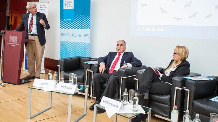 Panel 2: General Mansour Abu Rashid, Dr. Jessica Schäckermann (HSS); am Rednerpult: Prof. Yossi Leshem