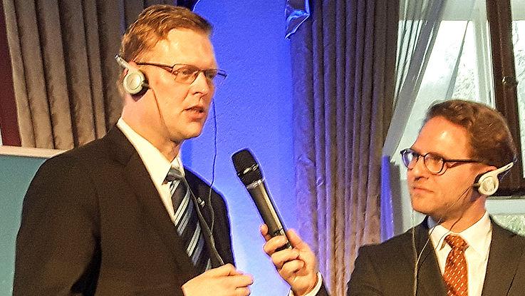 Pavel Bělobrádek, Vizepremier für Wissenschaft, Forschung und Innovation, Parteivorsitzender der KDU-ČSL mit dem Moderator des Festakts, Rainer Karlitschek.