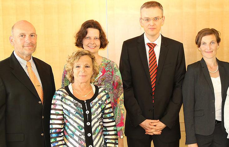 Unsere Experten (v.li.): Prof. Dr. Reinhard Meier-Walser (HSS), Prof. Dr. Gisela Müller-Brandeck-Bocquet Prof. Dr. Martin Wagener, Dr. Neuhäuser, Prof.Dr. Martin Wagener und Dr. Gerlinde Groitl