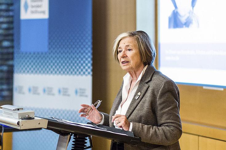Prof. Ursula Männle, Vorsitzende der Hanns-Seidel-Stiftung, eröffnete die Diskussionsrunde
