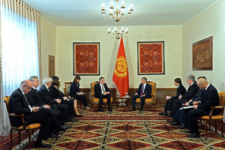 Ursula Männle und die Delegation von MdB Singhammer werden beim kirgisischen Präsidenten empfangen
