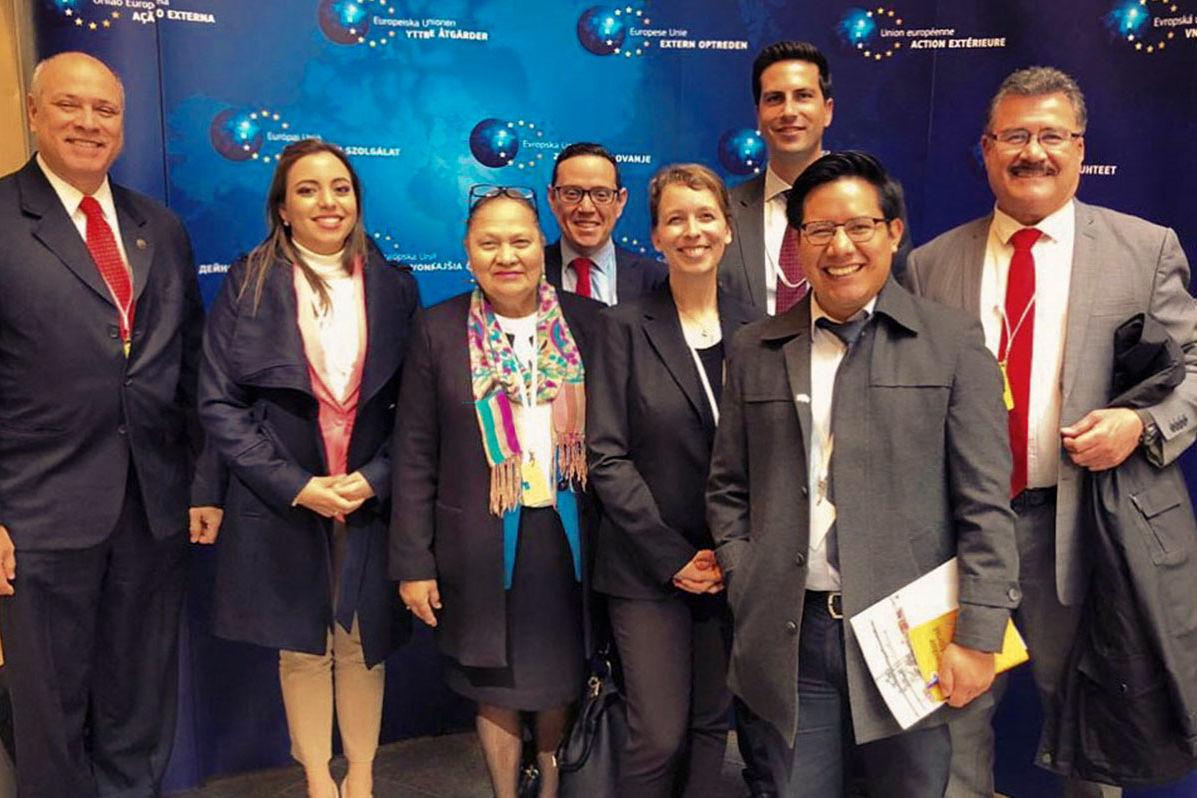 Das Expertentreffen ermöglichte der Delegation den Austausch mit verschiedenen EU-Institutionen. Begleitet wurden die Gäste aus El Salvador und Guatemala von Katharina Patzelt, Programmleiterin für Entwicklungspolitik und -kooperation im HSS-Büro Brüssel, Esther Stark, Referatsleiterin Lateinamerika und Demian Regehr, Projektleiter Zentralamerika & Karibik.