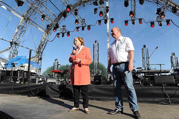 """Männle und Niedermeier auf der Bühne im """"Show-Modus"""", lässig."""