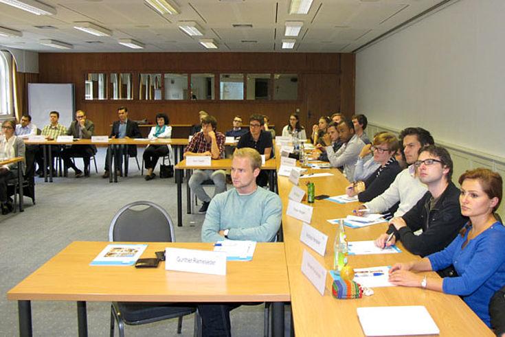 Über die vielfältigen Erscheinungsformen von Propaganda diskutierten die Teilnehmer und Referenten