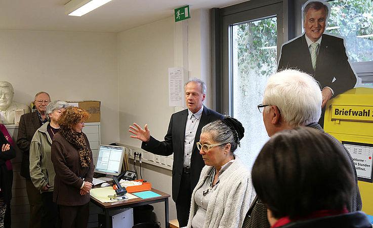 Andreas Bitterhof, stellvertretender Leiter des Archivs, erklärt, wie aus Politik Geschichte wird.
