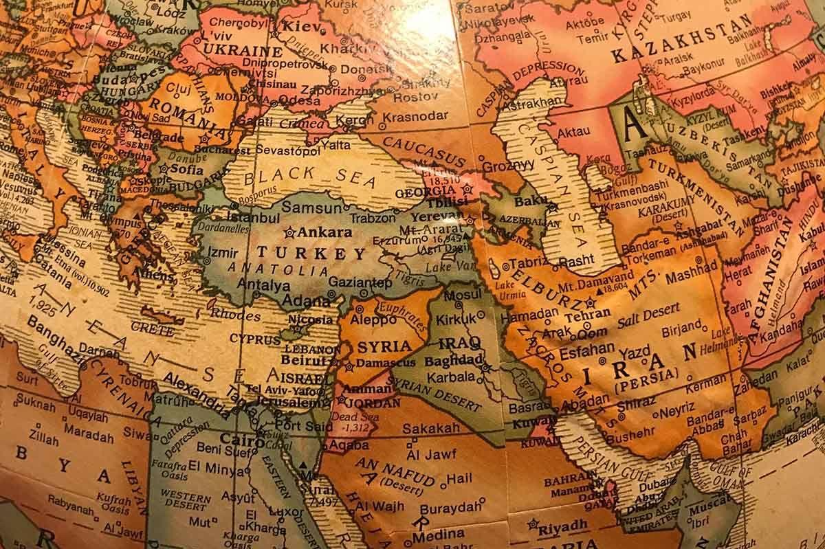 Eine Karte des Mittleren Ostens mit Türkei, Libanon, Israel, Jordanien, Ägypten, Syrien, Irak, Iran, etc.