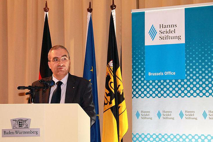 """""""Europäische Wirtschaft im Aufwärtstrend, öffentliche Finanzen stabilisieren sich."""" (Dimiter Tzantchev)"""