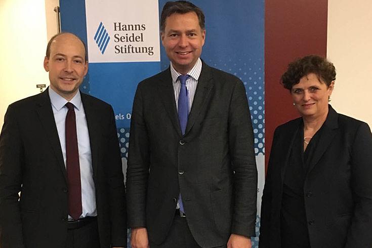 Markus Ehm, Stephan Mayer und die Leiterin der Bayerischen Vertretung, Barbara Schretter