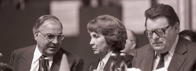 Franz Josef Strauß mit Ehefrau Marianne und Helmut Kohl auf einer Wahlveranstaltung 1980