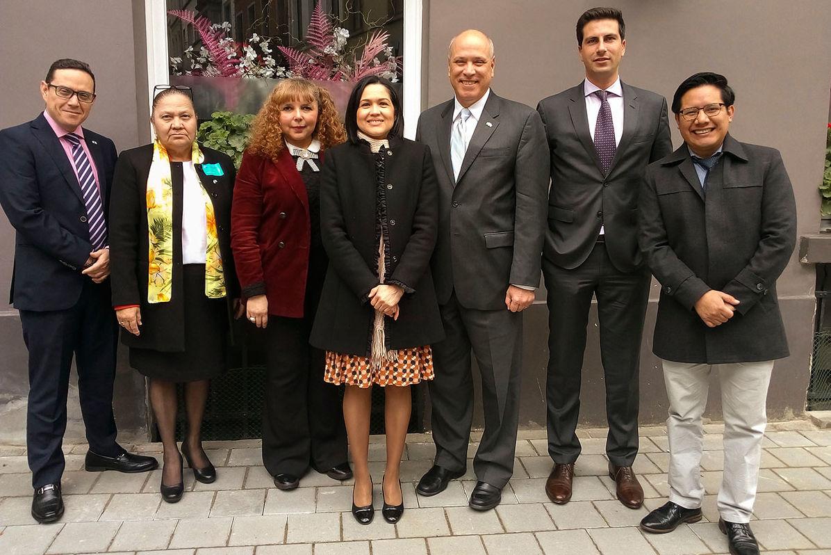 Im Austausch mit den Botschaften El Salvadors und Guatemalas informieren sich die Delegationsteilnehmer über die diplomatischen Beziehungen ihrer Länder mit der EU.