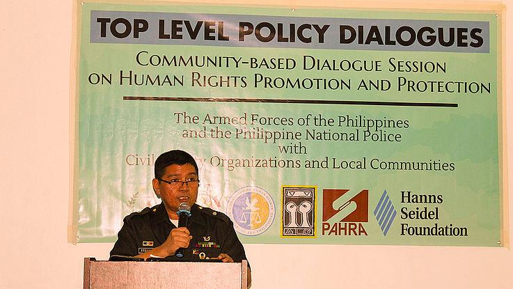 Eduardo Esquivias von den Armed Forces of the Philippines Human Rights Office (AFPHRO) beschreibt die Auswirkungen des Kriegsrechts für Mindanao