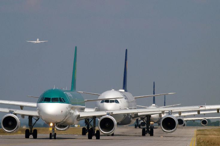 Kapazitätsengpässe am Münchner Airport. Diese sollen durch die dritte Start- und Landebahn beseitigt werden: Statt 90 Starts und Landungen wären dann rund 120 pro Stunde möglich.