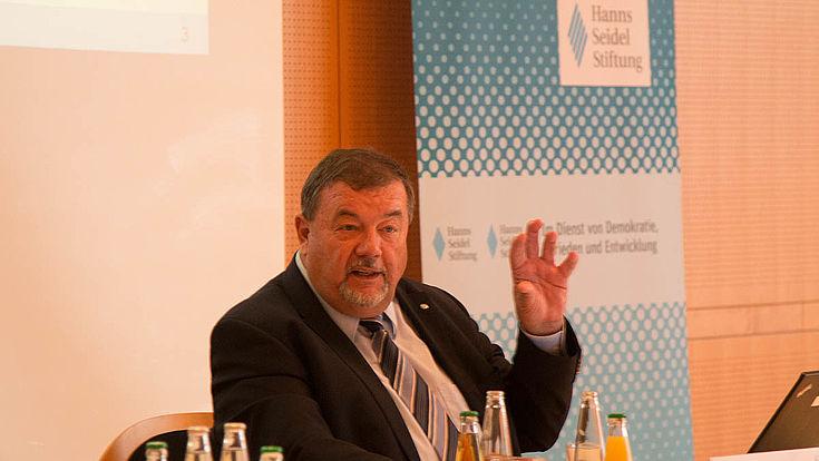 Studienleiter Helmut Jung berät die Gesellschaft für Markt- und Sozialforschung, GMS, in Hamburg.