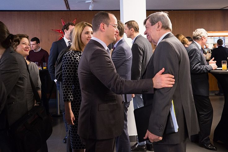Minister Bushati und EU-Parlamentarier Eduard Kukan im Gespräch