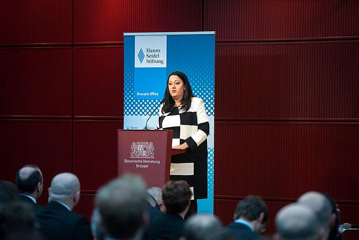 """""""Die EU braucht mehr Stabilität, Solidarität und Sicherheit."""" (Lilyana Pavlova)"""