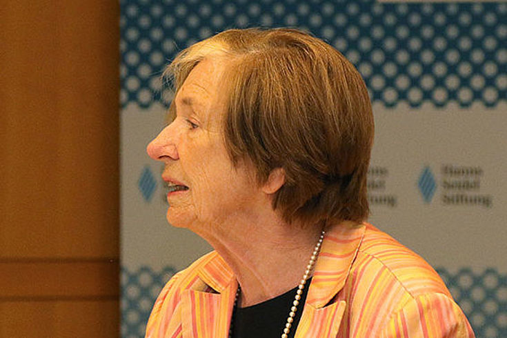 Mit einem Eingangsstatement eröffnete Prof. Ursula Männle, Vorsitzende der Hanns-Seidel-Stiftung das Expertengespräch über die Zukunft der Kirchen
