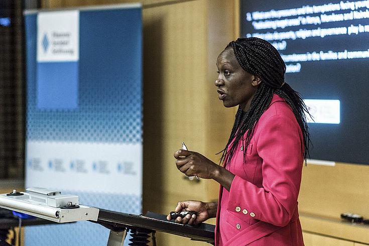 Everlyn Kemunto von Well Told Story, einem Partner der HSS in Kenia