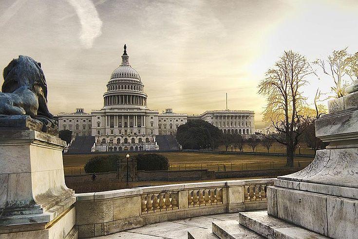 Nicht nur zwischen Republikanern und Demokraten, sondern auch zwischen den Institutionen und zwischen den Bundesstaaten und nationaler Ebene kam es zur Auseinandersetzung.