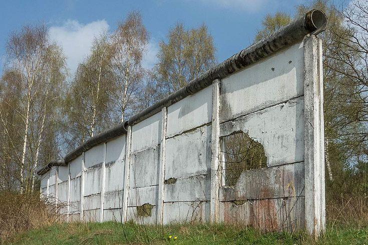 Das Grenzdenkmal Görsdorf umfasst einen Teilbereich der ehemaligen innerdeutschen Grenze zwischen Thüringen und Bayern.