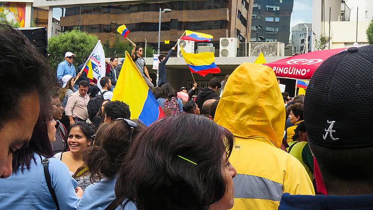 Bürger halten Mahnwache vor der nationalen Wahlbehörde CNE 1 in Lima