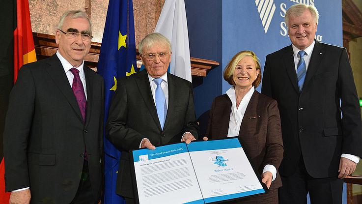 Reiner Kunze erhält den Franz Josef Strauß-Preis 2015