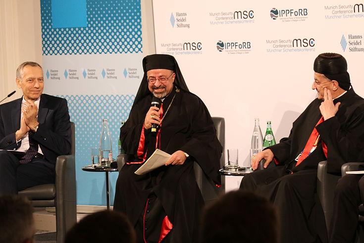"""Ibrahim Isaac Sidrak, koptischer Patriarch von Alexandria, Kairo, Ägypten (Mitte) begrüßte die Teilnehmer mit einem herzlichen, bayerischen """"Grüß Gott!"""""""