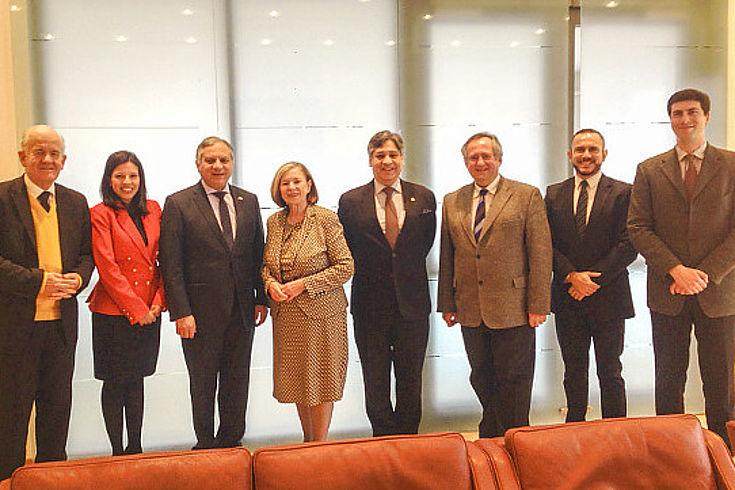 Gäste aus Lateinamerika, Ursula Männle und Mitarbeiter der HSS