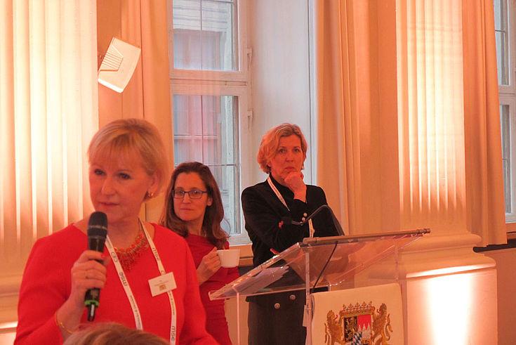 Schwedische Außenministerin Margot Wallström, kanadische Außenministerin Chrystia Freeland und Moderatorin Sylke Tempel