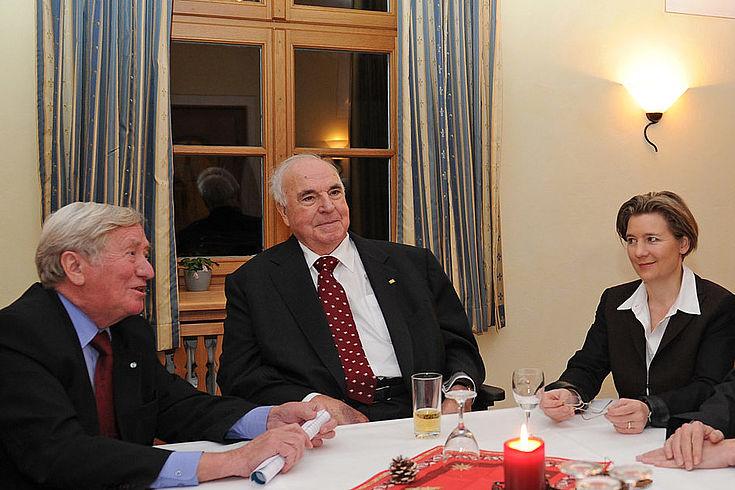 Ehemaliger HSS-Vorsitzender Hans Zehetmair mit Helmut Kohl und Maike Kohl-Richter in Wildbad Kreuth 2010