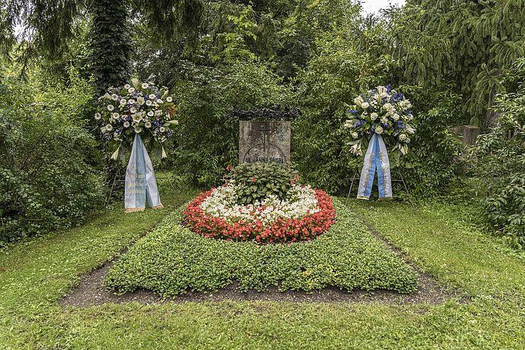 Das Grab des früheren bayerischen Ministerpräsidenten und Namensgebers Hanns Seidel.