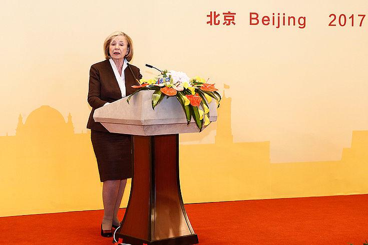 Ursula Männle betonte die Bedeutung von Bildung für eine ausgewogene wirtschaftliche und soziale Entwicklung