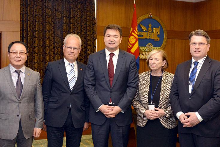 . Dorligjav, G. Thiedemann, Ch. Saikhanbileg, Ursula Männle und Winfried Bausback