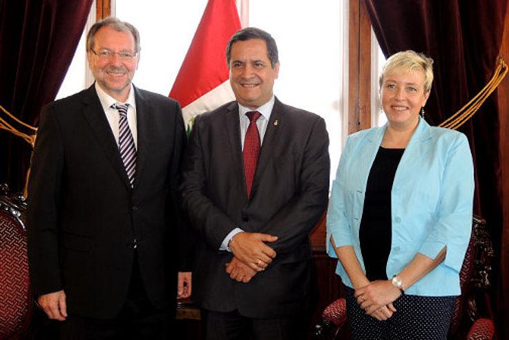 Peter Witterauf mit Luis Iberico (Präsident des peruanischen Parlaments) und Susanne Luther