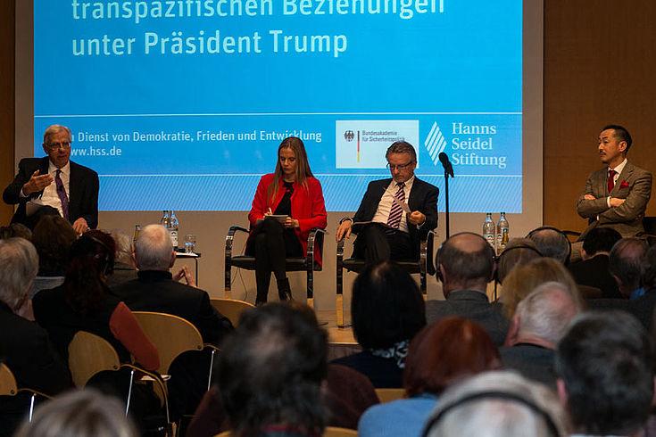 Hans Binnendijk, Anja Opitz, Karl-Heinz Kamp und Koji Murata