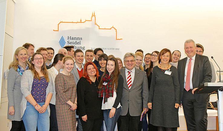 Die Referenten des Ferienprogramms in Kloster Banz. Rhetorik, Politische Grundlagen, Europa, Medienkompetenz, Lernen lernen, eine tolle Gemeinschaft…In allen Schulferien bieten wir spannende Seminare an.