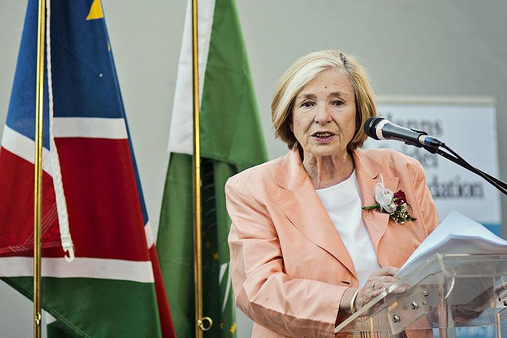 Prof. Ursula Männle bei ihrer Begrüßungsrede, beim Empfang im House of Democracy in Windhuk,Namibia, am 29. November 2016