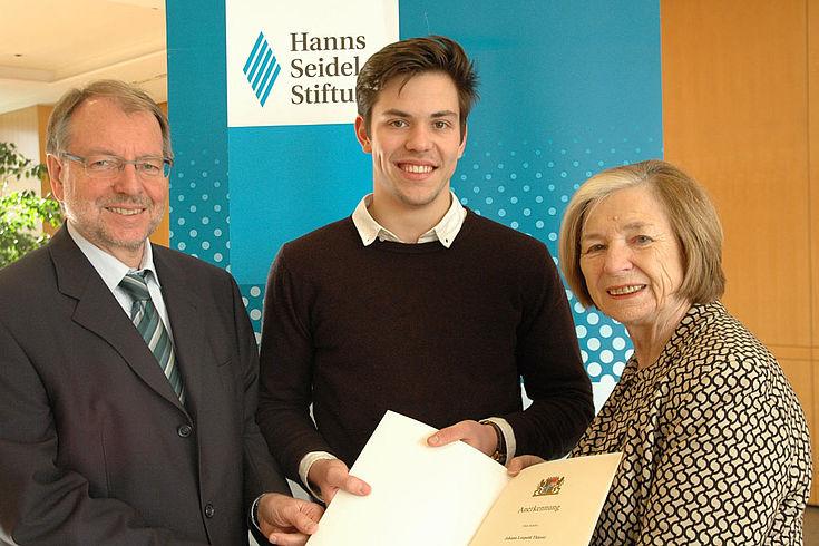 Einer der Besten: Johann Thierer mit HGF Peter Witterauf und HSS-Vorsitzender Ursula Männle