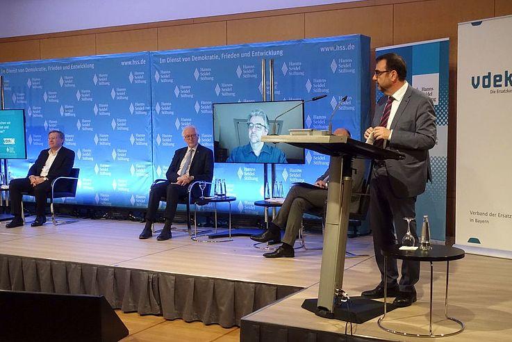 """""""Die Pflege darf nicht zur Schicksalsfrage der Generationen werden"""", mahnte Klaus Holetschek, Bayerischer Staatsminister für Gesundheit und Pflege."""