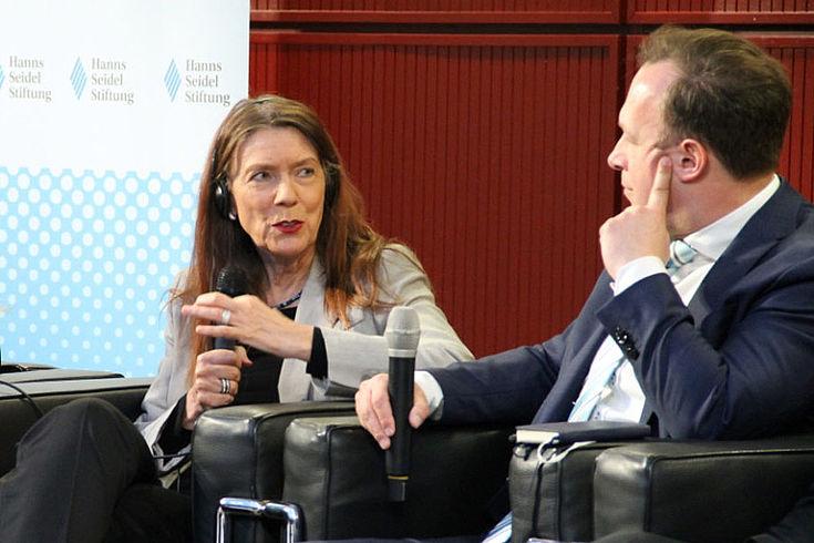 Zehnpfennig kritisiert blindes Vertrauen in Internetangebote.