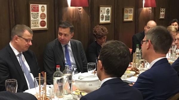 Vertreter und Experten aus Diplomatie, den Europäischen Institutionen und Vertretungen beim Informations- und Meinungsaustausch mit dem Innenpolitischen Sprecher der CDU/CSU-Bundestagsfraktion, Stephan Mayer, MdB