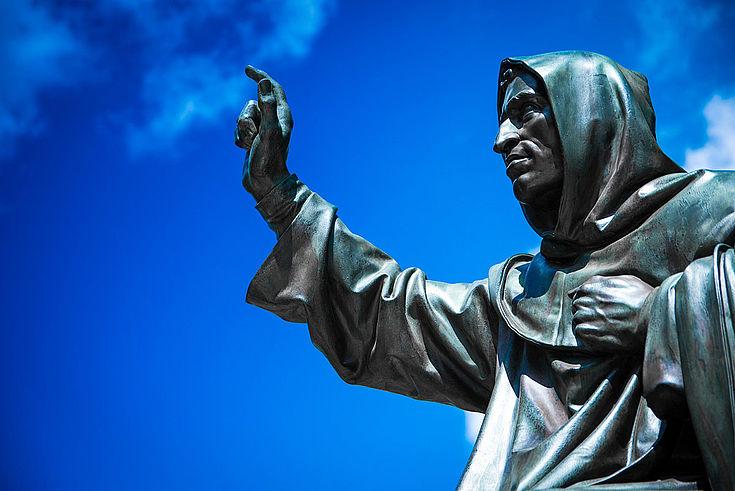 Eine Kernthese Luthers: Der Mensch kann sich sein Heil nicht verdienen, denn es ist ihm bereits durch Jesus Christus geschenkt.
