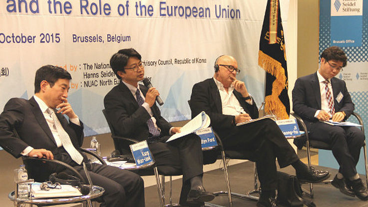 Panel mit den Diskussionsteilnehmern Cha Du-Hyeon, Kang Won-Taek, Glyn Ford und Ji Seong-Ho