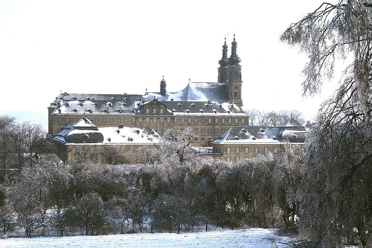 Kloster, Museum, Bildungsstätte. Im Kloster Banz werden 1990 die letzten Bauarbeiten abgeschlossen.