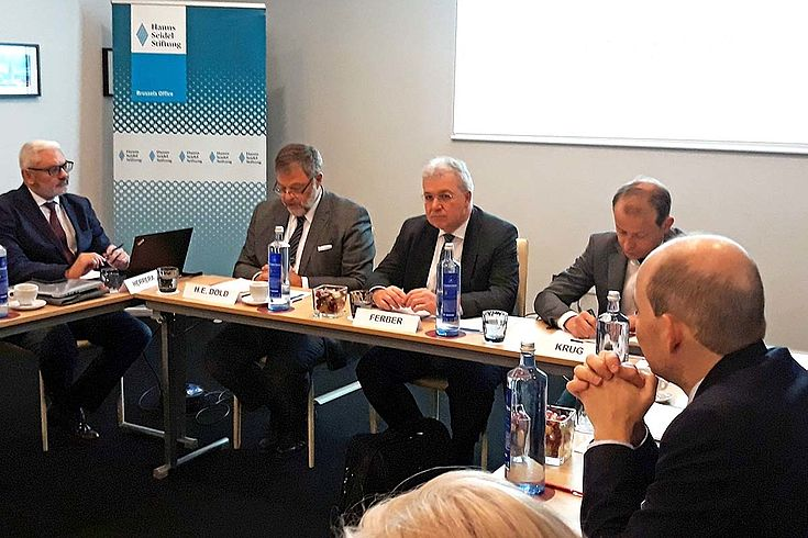 Der deutsche Botschafter in Spanien, S.E. Herr Wolfgang Dold warnte davor, nicht denen das Feld zu überlassen, die Angst verbreiten wollen.